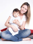 Fotografia de Mãe segurando o Bebê