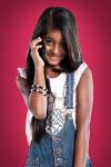 Fotografia de Menina segurando Celular – Book para Publicidade