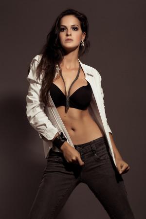 Ensaio Editorial de Moda – Modelo Alana Lorrany